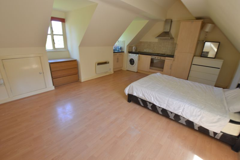 1 bedroom Flat to buy in 2B Downs Road, Luton - Photo 2