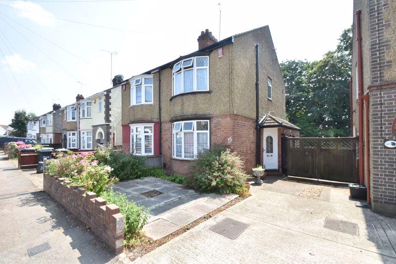 2 bedroom Semi-Detached  to buy in Sunridge Avenue, Luton