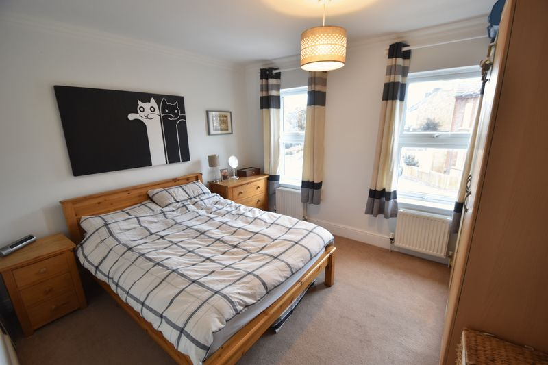 2 bedroom Mid Terrace to buy in Great Northern Road, Dunstable - Photo 3