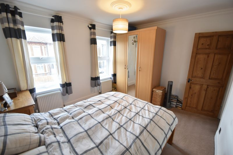 2 bedroom Mid Terrace to buy in Great Northern Road, Dunstable - Photo 4