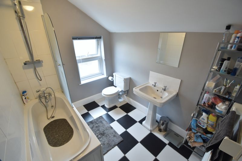 2 bedroom Mid Terrace to buy in Great Northern Road, Dunstable - Photo 7