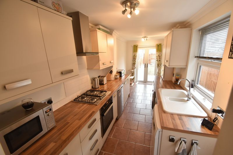 2 bedroom Mid Terrace to buy in Great Northern Road, Dunstable - Photo 12