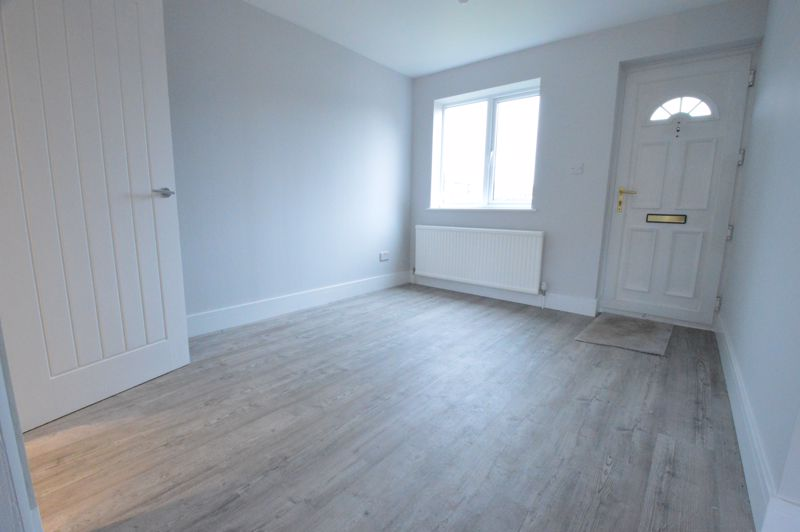 3 bedroom End Terrace to buy in Ryton Close, Luton - Photo 3