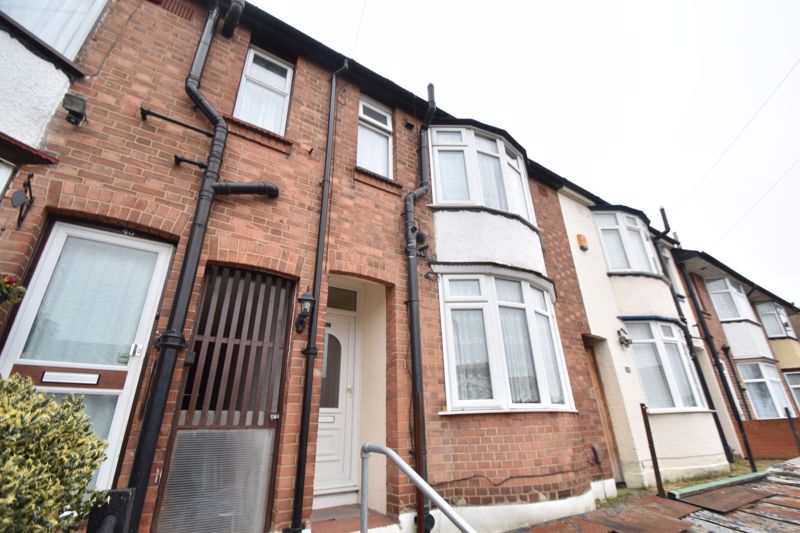 3 bedroom Mid Terrace to rent in Talbot Road, Luton