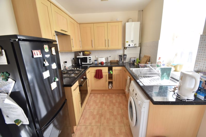 3 bedroom Mid Terrace to rent in Talbot Road, Luton - Photo 2