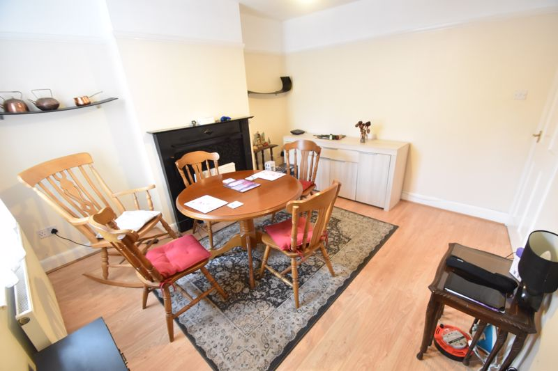 3 bedroom Mid Terrace to rent in Talbot Road, Luton - Photo 5
