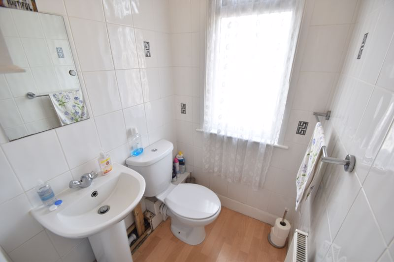 3 bedroom Mid Terrace to rent in Talbot Road, Luton - Photo 8