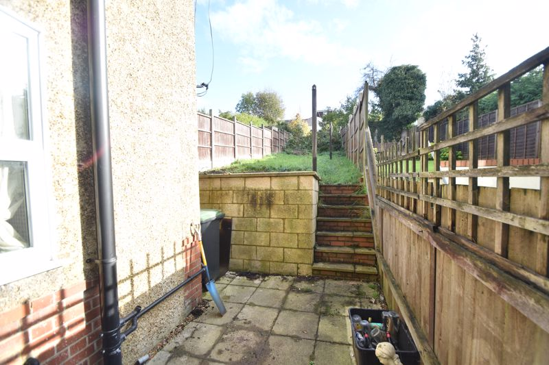 3 bedroom Mid Terrace to rent in Talbot Road, Luton - Photo 11