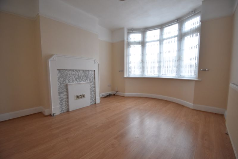 3 bedroom Mid Terrace to rent in Talbot Road, Luton - Photo 13