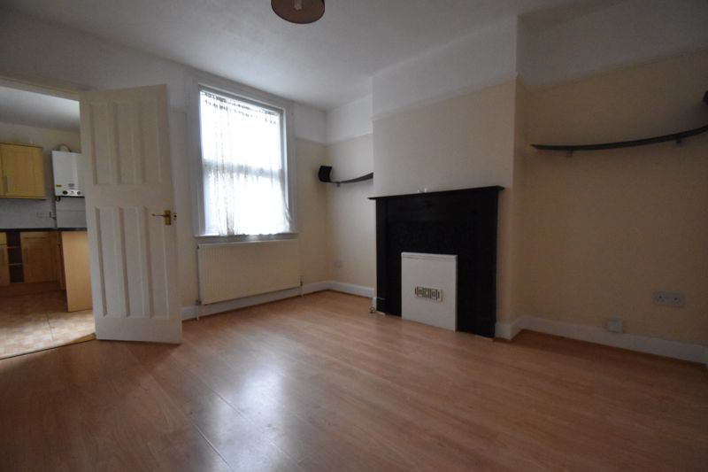 3 bedroom Mid Terrace to rent in Talbot Road, Luton - Photo 14