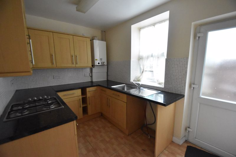 3 bedroom Mid Terrace to rent in Talbot Road, Luton - Photo 16