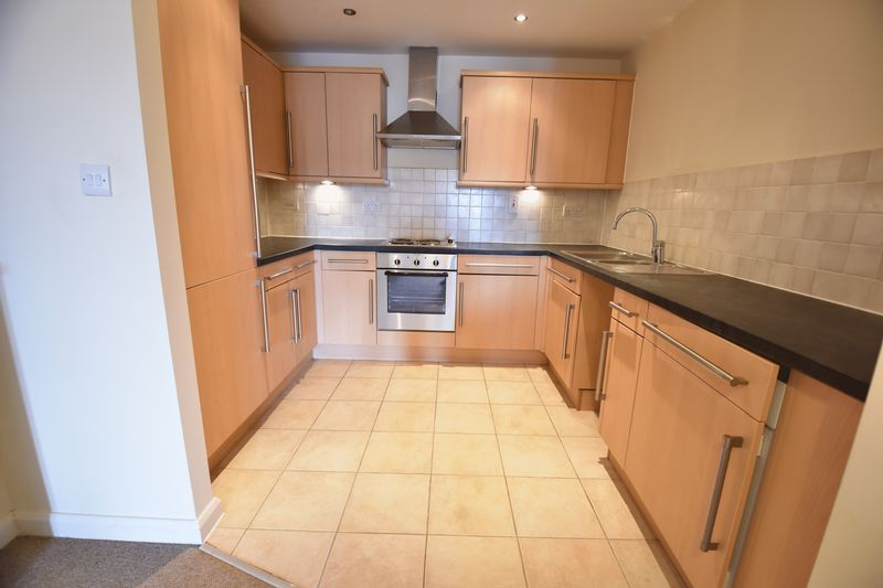 1 bedroom  to buy in Midland Road, Luton - Photo 4