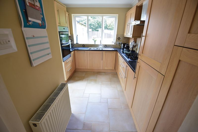 3 bedroom Semi-Detached  to buy in Crowland Road, Luton - Photo 5