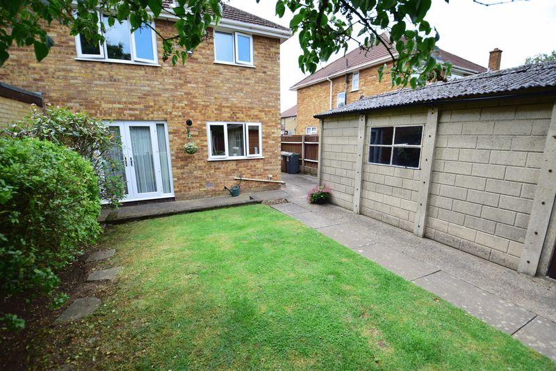 3 bedroom Semi-Detached  to buy in Crowland Road, Luton - Photo 16