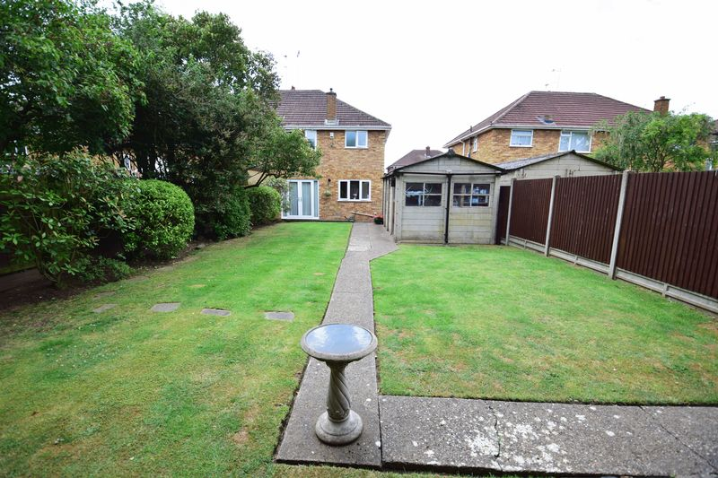 3 bedroom Semi-Detached  to buy in Crowland Road, Luton - Photo 17
