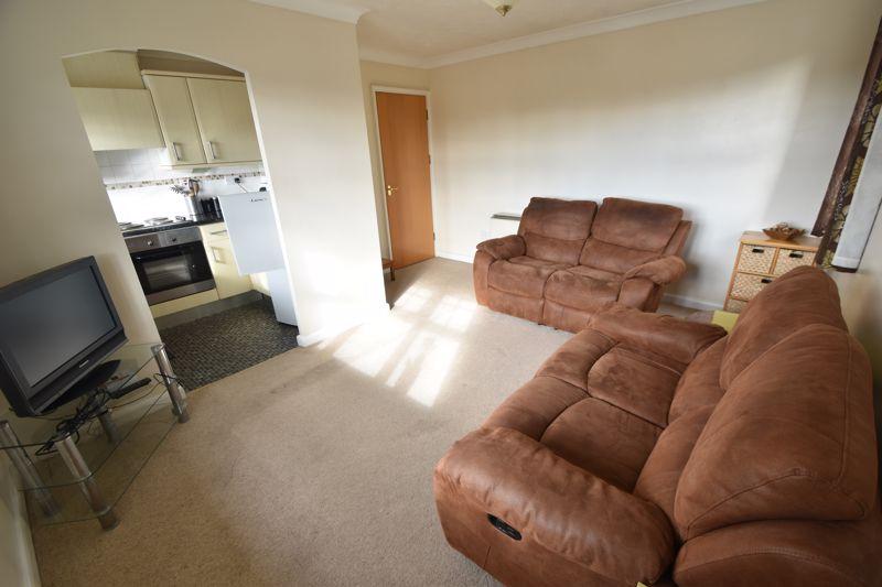 2 bedroom Flat to rent in Earls Meade, Luton - Photo 6