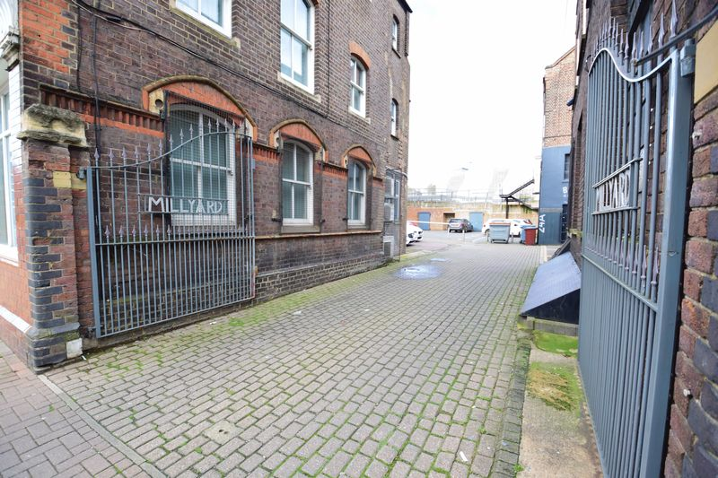 2 bedroom Apartment / Studio to buy in Guildford Street, Luton - Photo 8