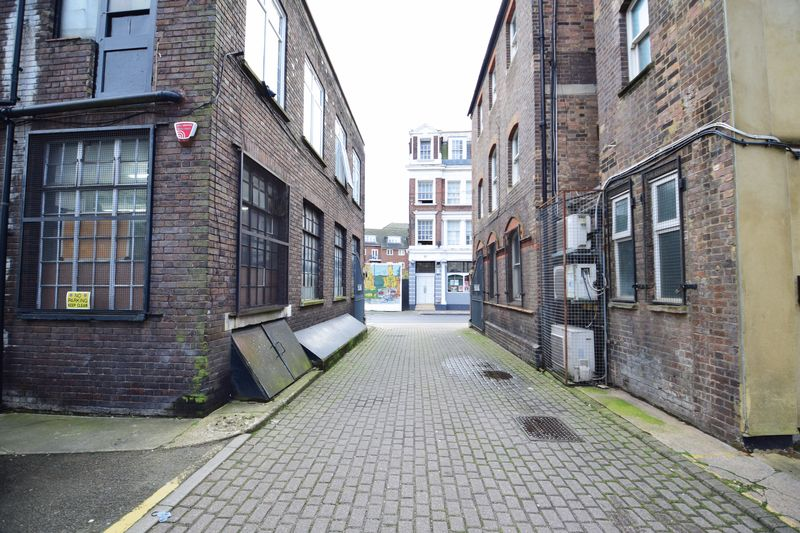 2 bedroom Apartment / Studio to buy in Guildford Street, Luton - Photo 9