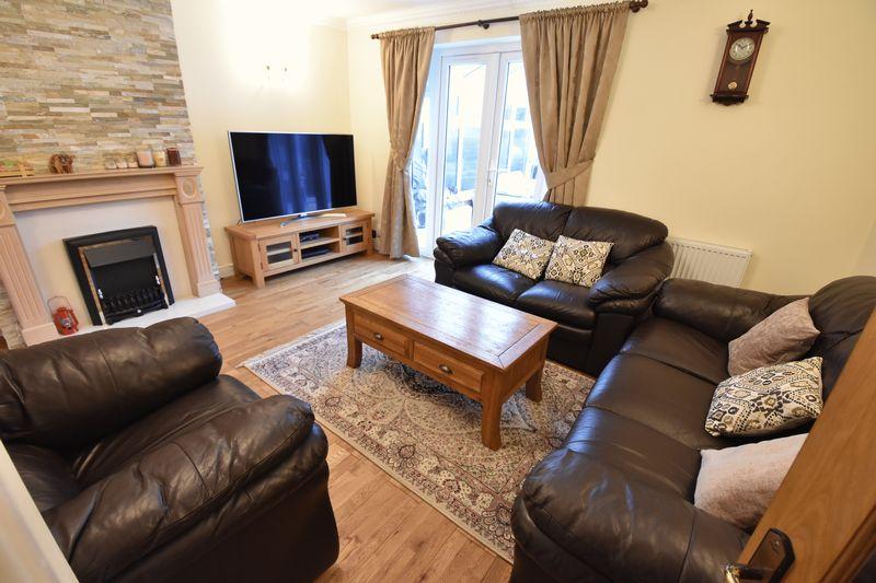 5 bedroom Mid Terrace to buy in Exton Avenue, Luton - Photo 5