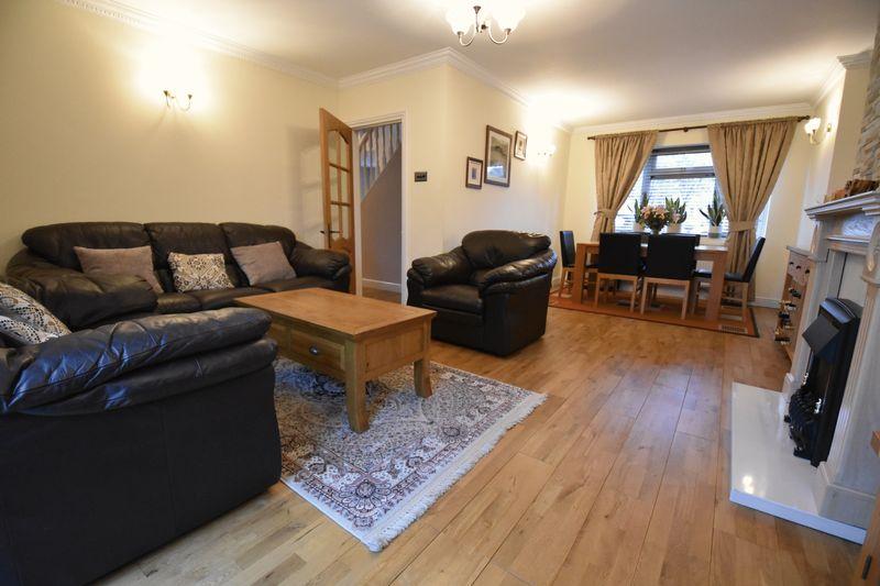 5 bedroom Mid Terrace to buy in Exton Avenue, Luton - Photo 6