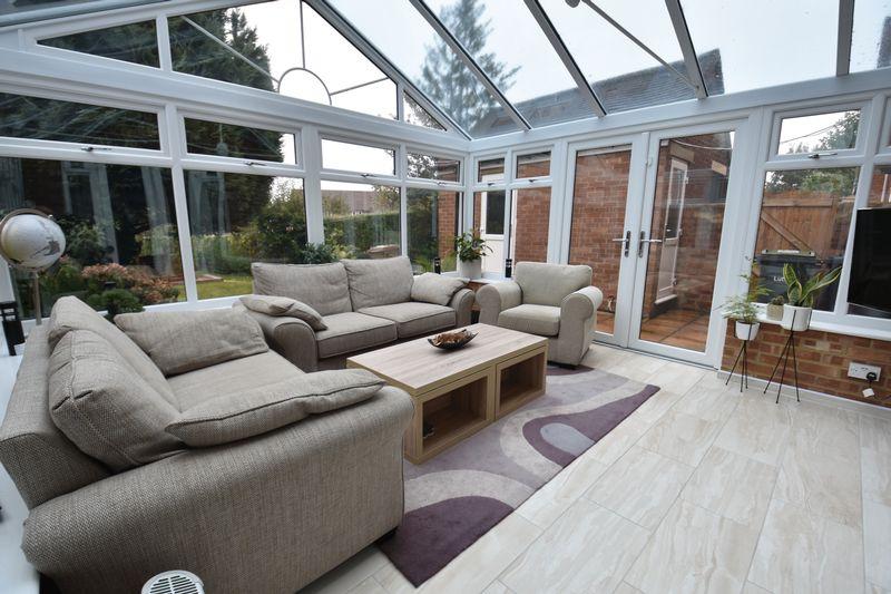 5 bedroom Mid Terrace to buy in Exton Avenue, Luton - Photo 7