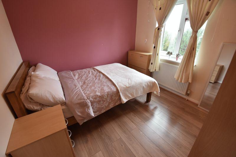 5 bedroom Mid Terrace to buy in Exton Avenue, Luton - Photo 9