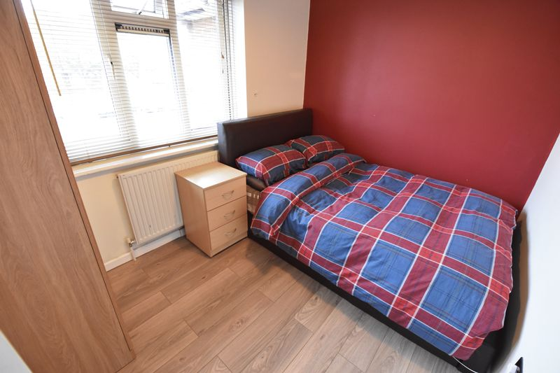 5 bedroom Mid Terrace to buy in Exton Avenue, Luton - Photo 10
