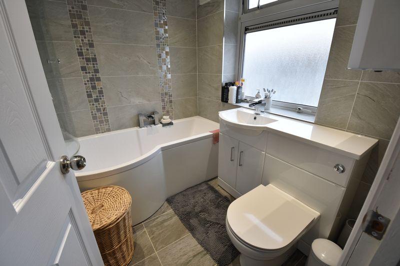 5 bedroom Mid Terrace to buy in Exton Avenue, Luton - Photo 12