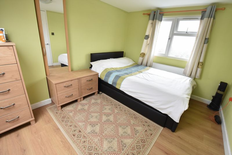 5 bedroom Mid Terrace to buy in Exton Avenue, Luton - Photo 15