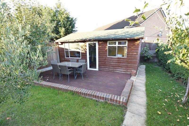 5 bedroom Mid Terrace to buy in Exton Avenue, Luton - Photo 19