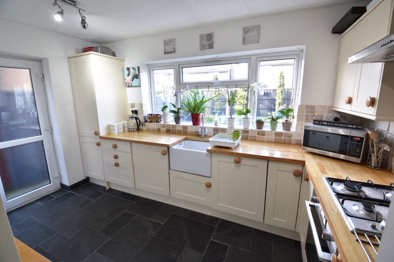 3 bedroom Semi-Detached  to buy in Stopsley Way, Luton - Photo 5