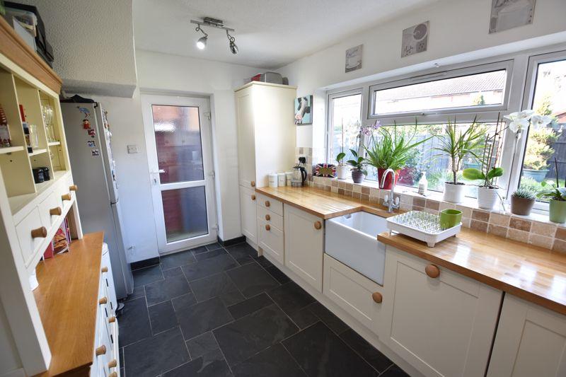 3 bedroom Semi-Detached  to buy in Stopsley Way, Luton - Photo 7