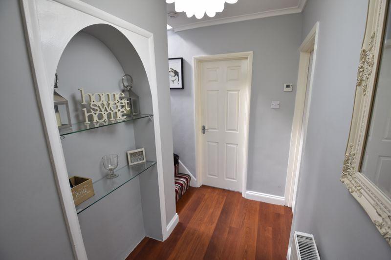 3 bedroom Semi-Detached  to buy in Stopsley Way, Luton - Photo 9