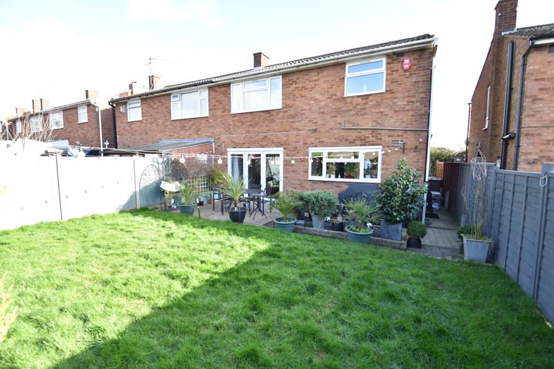3 bedroom Semi-Detached  to buy in Stopsley Way, Luton - Photo 17