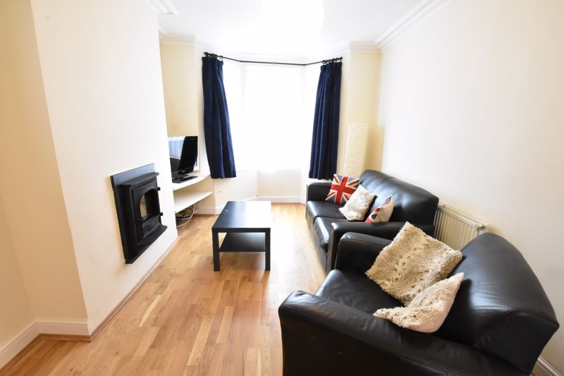 3 bedroom  to rent in Talbot Road, Luton - Photo 2