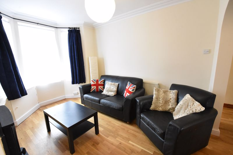 3 bedroom  to rent in Talbot Road, Luton - Photo 3