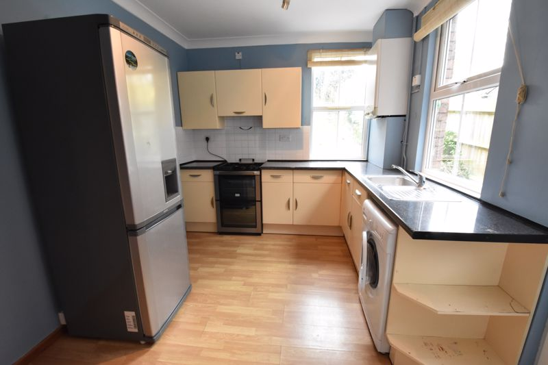 3 bedroom  to rent in Talbot Road, Luton - Photo 4