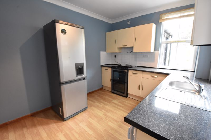 3 bedroom  to rent in Talbot Road, Luton - Photo 5