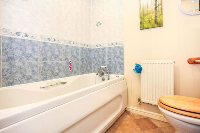 3 bedroom End Terrace to buy in Dunraven Avenue, Luton - Photo 2
