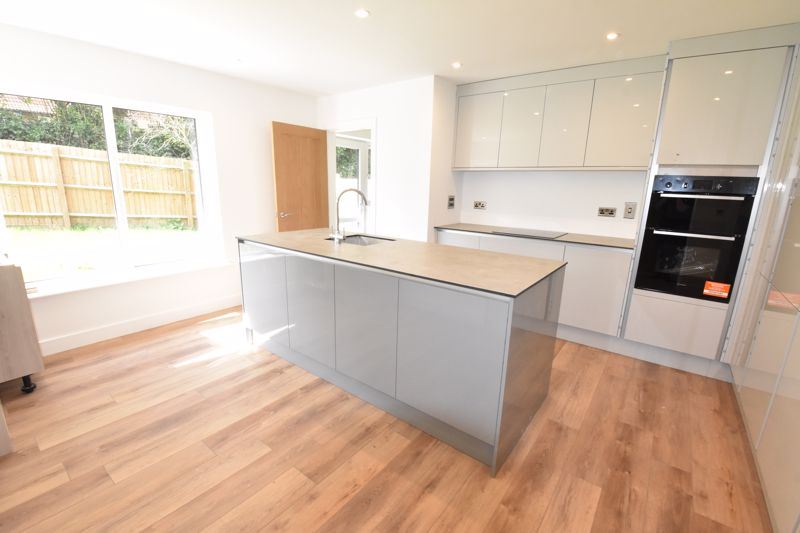 4 bedroom  to rent in Old Orchard, Luton - Photo 2