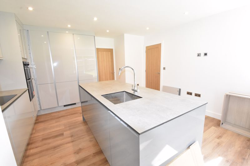 4 bedroom  to rent in Old Orchard, Luton - Photo 3