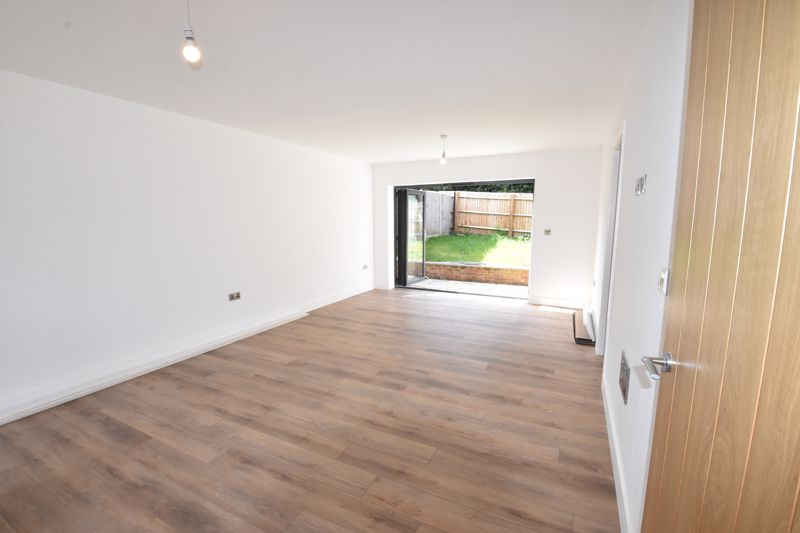 4 bedroom  to rent in Old Orchard, Luton - Photo 11