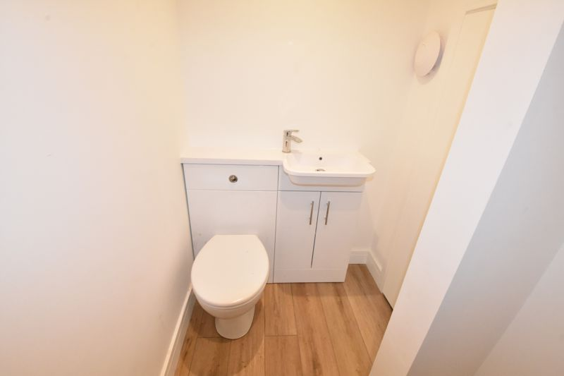 4 bedroom  to rent in Old Orchard, Luton - Photo 14