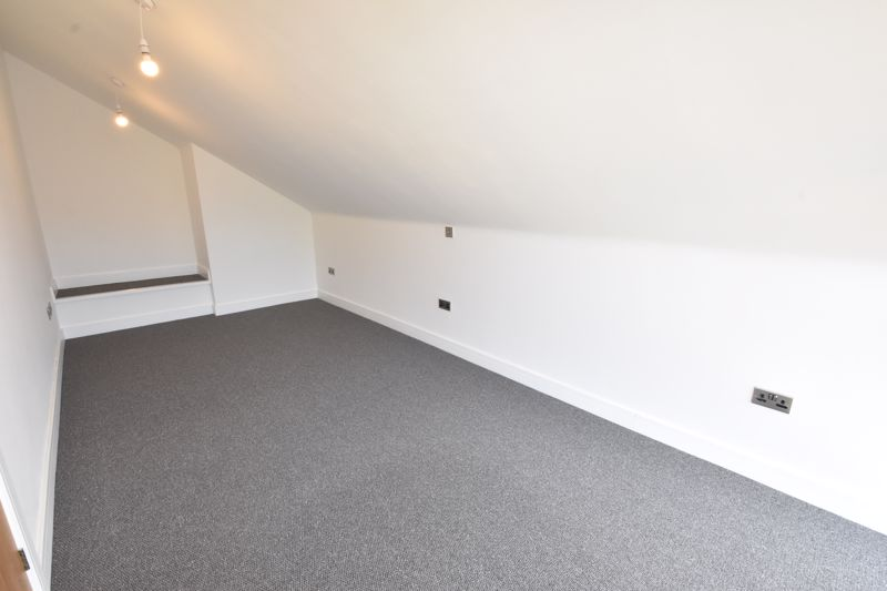 4 bedroom  to rent in Old Orchard, Luton - Photo 15