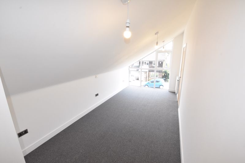 4 bedroom  to rent in Old Orchard, Luton - Photo 16