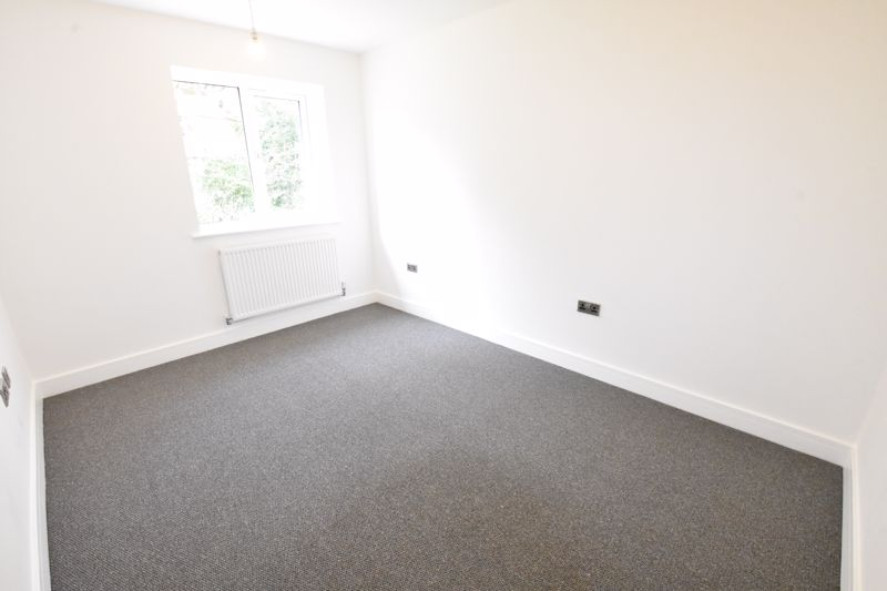 4 bedroom  to rent in Old Orchard, Luton - Photo 25
