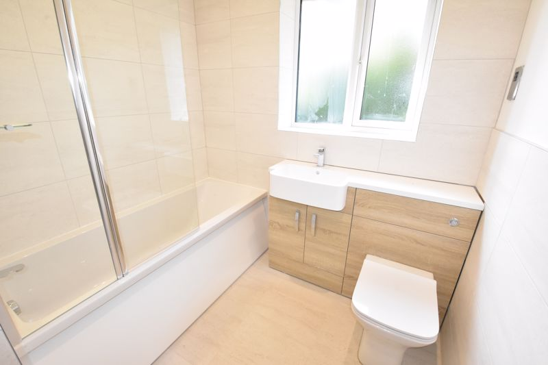 4 bedroom  to rent in Old Orchard, Luton - Photo 27