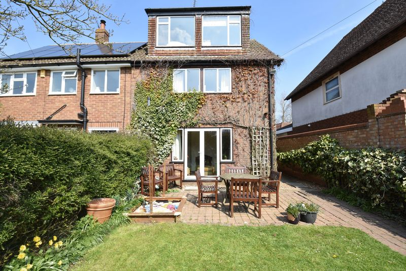 4 bedroom  to buy in Butterfield Green Road, Luton - Photo 12