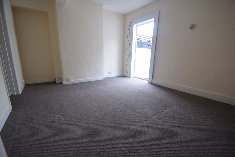 2 bedroom Apartment / Studio to rent in Hitchin Road, Luton - Photo 2