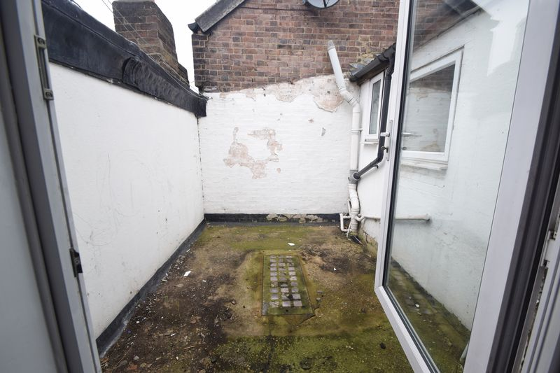 2 bedroom Apartment / Studio to rent in Hitchin Road, Luton - Photo 3